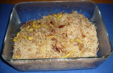 Asiatisch angehauchter Reisnudelsalat mit Hack