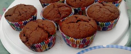Bananen-Schokoladen-Muffins mit Stachelbeeren