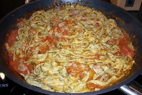 Estragontagliatelle mit Hhnerlebersugo
