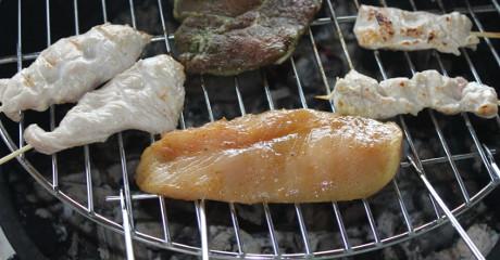 Gegrillte Hähnchenbrust mit Currymarinade