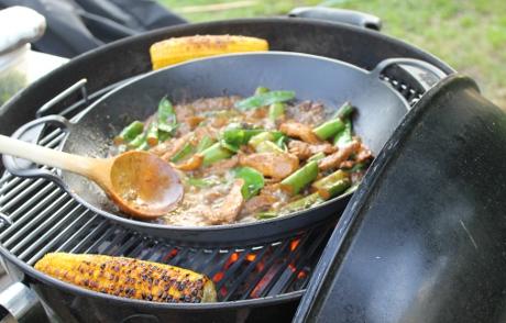 Hähnchenbrust mit Zuckerschoten aus dem Wok