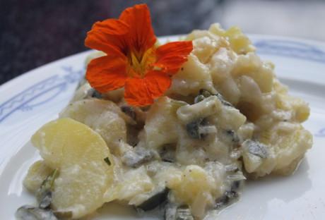 Kartoffelsalat mit Frühlingszwiebeln und Joghurtdressing