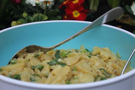 Kartoffelsalat mit Frühlingszwiebeln