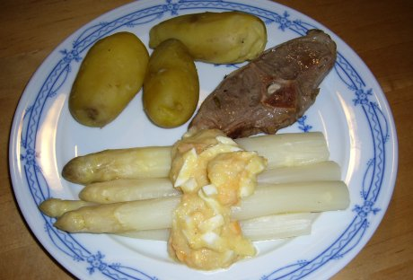 Lammkotelett mit Spargel