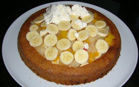 Maulwurfkuchen mit Obst belegt