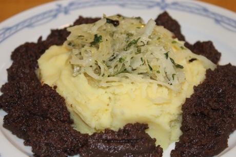 Rahmsauerkraut mit Topfwurst und Kartoffelstampf