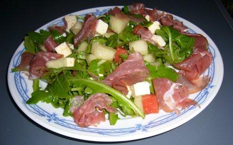 Rucola-Melonen-Salat mit Feta und Schinken