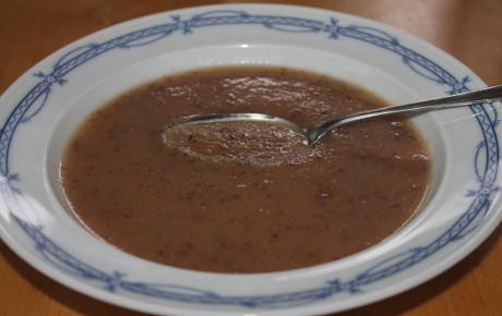 Sauerkrautsuppe mit getrockneten Cranberries