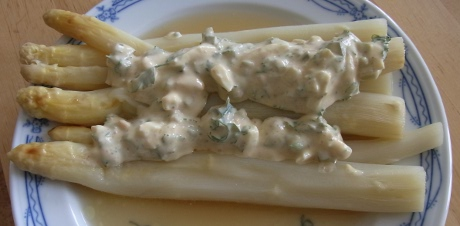 Spargel mit Kerbelremoulade