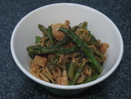 Spargel-Tofu-Pfanne Asia-Style