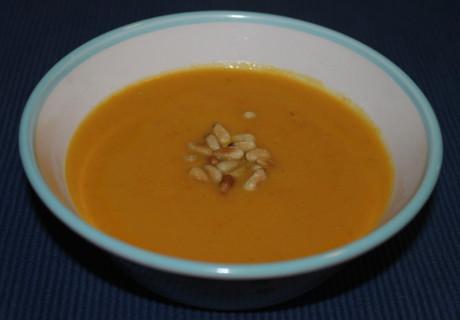 Steckrüben-Möhren-Suppe mit Kokosmilch