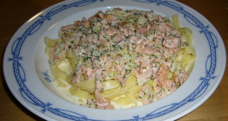 rezept tagliatelle mit lachs sahnesauce genial lecker. Black Bedroom Furniture Sets. Home Design Ideas