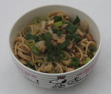 Vollkornspaghetti mit Chicorée und Räuchertofu