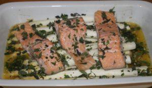 Spargel mit Lachs aus dem Ofen